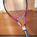 ヨネックスのテニスラケットはスイートスポットが広く、安定感があります。