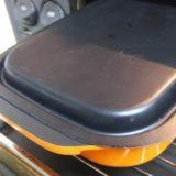 焼き芋の時は、グリルプレートにふたをします。