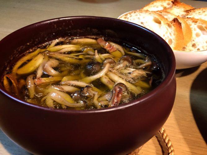 こだわって選び抜いた美濃焼のアヒージョ鍋。