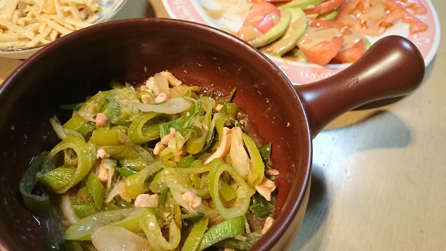このアヒージョ鍋で、油を使わずに簡単におつまみが作れてしまいます。