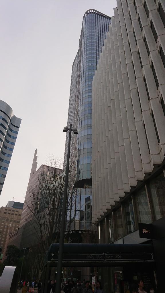 東京ミッドタウン日比谷の手前のビルが東宝ツインタワービル。