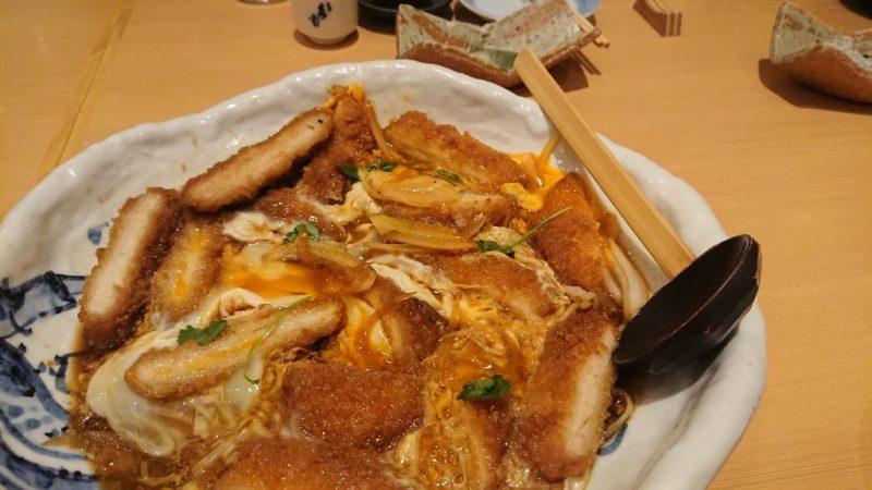 トロトロ卵のかつ煮は人気メニューの一つです。
