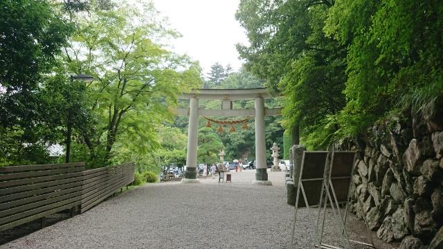 宝登山神社の鳥居をくぐると、急に空気が変わりました!