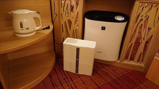 吉祥寺第一ホテルの部屋には、加湿器や空気清浄機まで備えてあった。